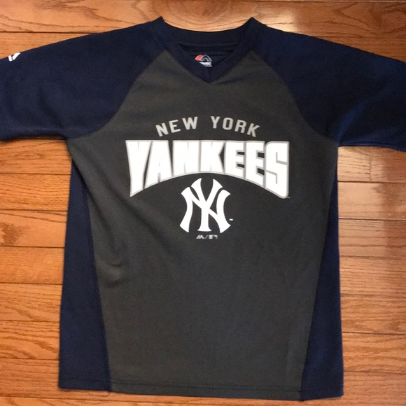 competitive price e368a 14716 Boys New York Yankees T-shirt, Size M